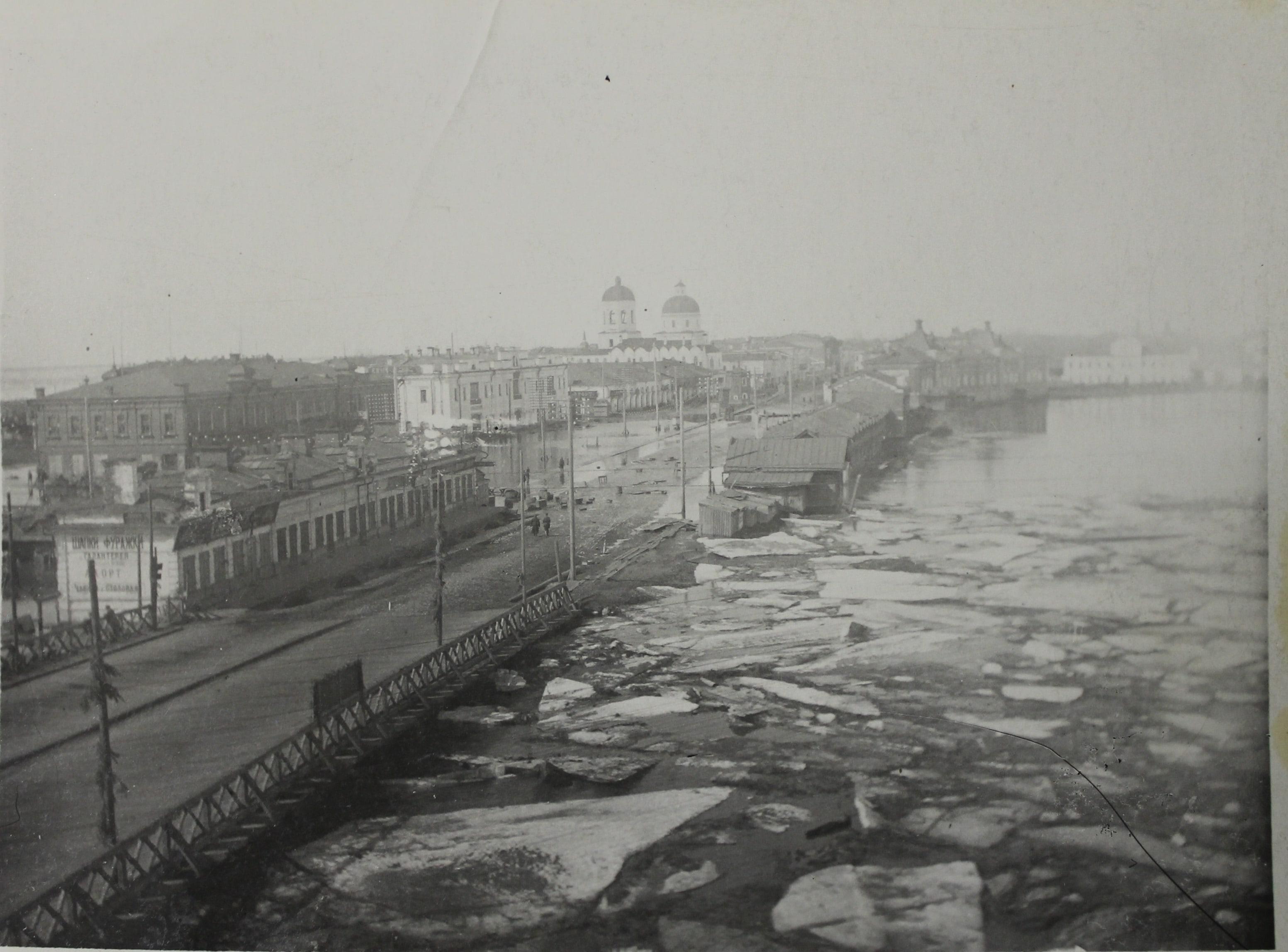 Фотография. «Наводнение на реке Томи». Автор: Кривопишин Ю.П. 1930г. Бумага матовая, фотопечать. 8.9 × 11.9 см.